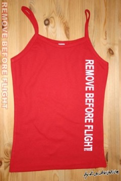 Top Spaghetti Remove before flight imprimé blanc sur fond rouge